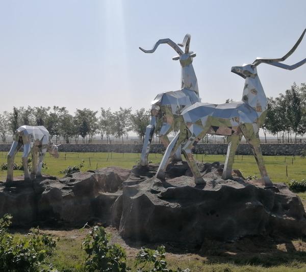 临沂泥立方雕塑厂不锈钢鹿雕塑案例